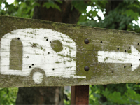 Sign post directing caravans to campsite